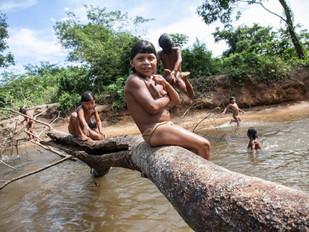 brincando no rio HN0462_xavante