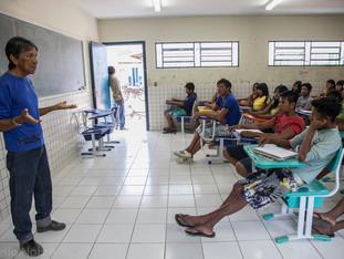 professor e alunos em sala de aula HN0368_karaja