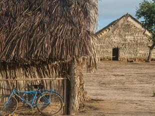 baito a casa central de cerimônias, detalhe casa, bicicleta HN6199_bororo
