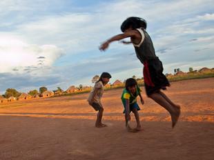 crianças brincando de pular corda HN0227_xavante