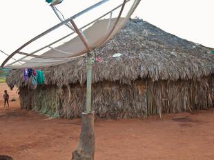casa tradicional e antena HN0278_xavante