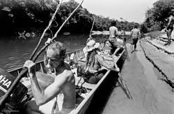sem gasolina no rio Curisevo, ainda falta para a chegada