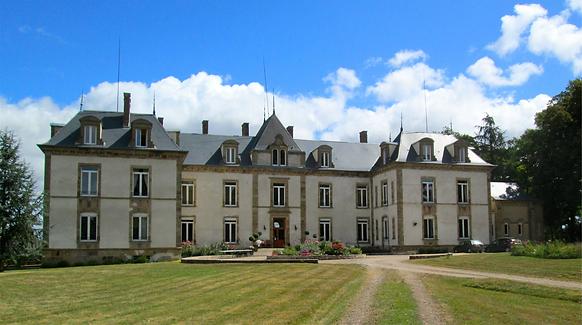 Le Château du Chêne situé à 20 km du circuite de Magny Cours au lieu dit La Cave 58270 Beaumont-Sardolles