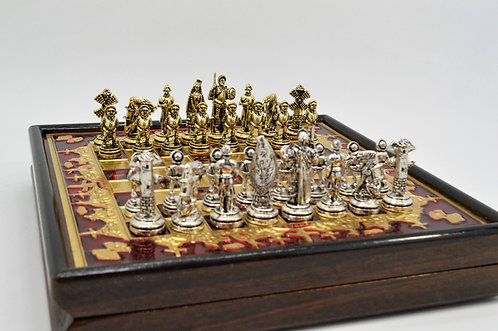 Don Quixote Chess set - Red Board Wooden Gift Box