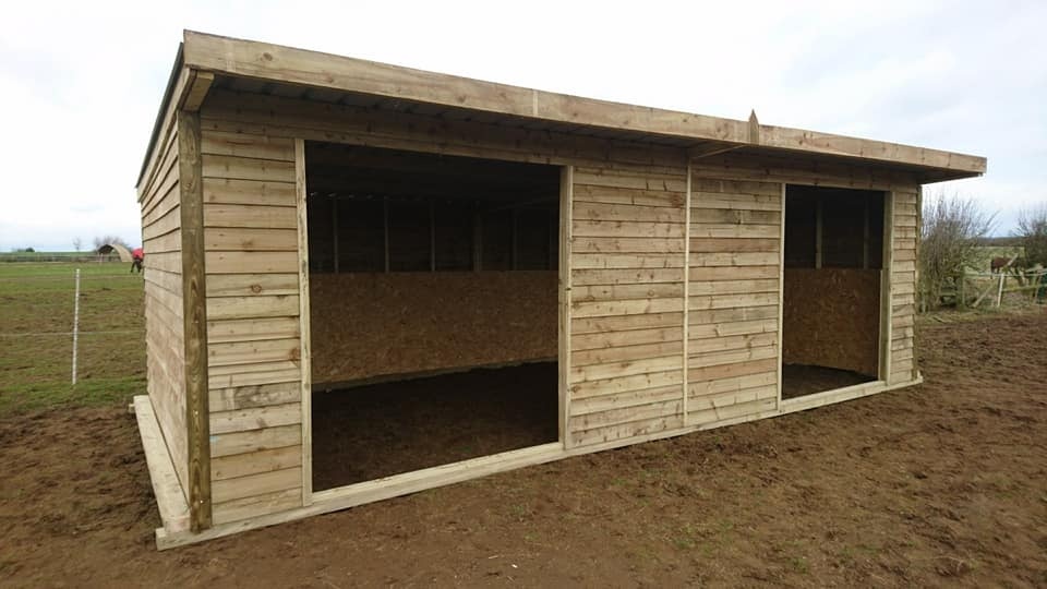 featheredge horse shelter
