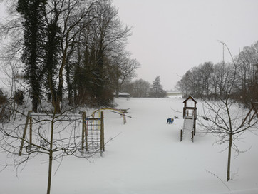 verschneiter Spielplatz