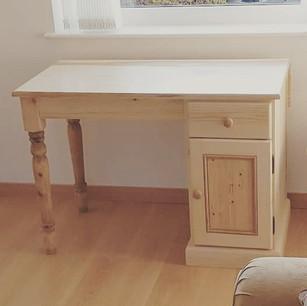 Desk in natural pine