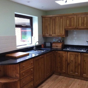 Pine kitchen in a waxed finish