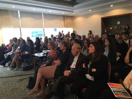 חני מייצגת את המרכז בעולם בכנסים בינלאומיים:   כך למשל, בכנס שהתקיים בטביסטוק לונדון ביולי 2017. בתמונה יחד עם ד״ר דיויד שארפ וקרוליין שיהון מ IPI וושינגטון, וטים סיהו מאוסטרליה.