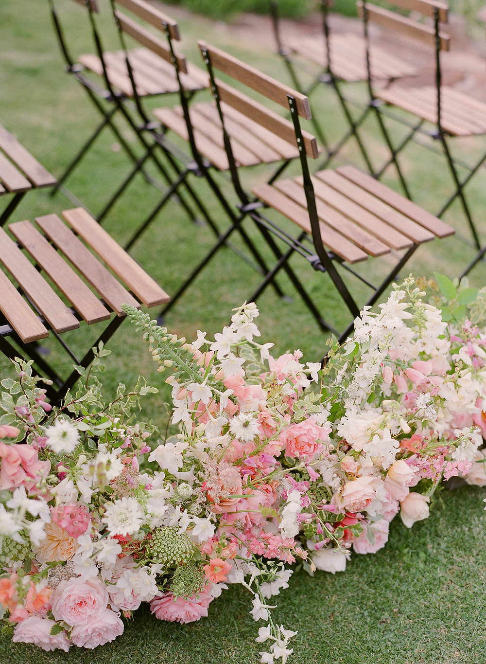 Wedding aisle florals design in a foam free manner by Helen Leighton of Riverdale Farm