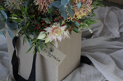 Riverdale_Farm_farmer_florist.png