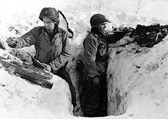 Band-of-Brothers-soldiers-foxhole-05.jpg