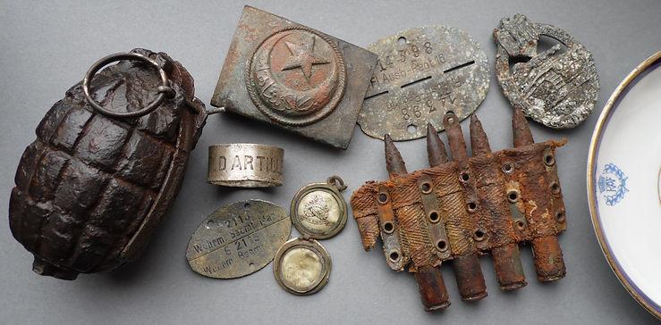 ww1 ww2 relics turkish belt buckle mills grenade bomb dog-tag panzer assault badge PAB