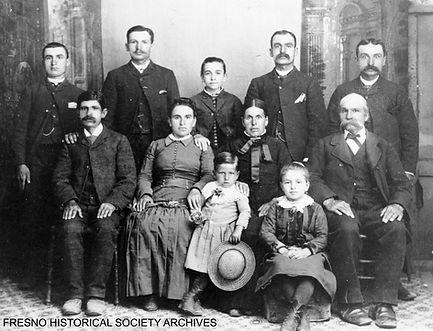 3_Azhderian family, circa 1880.jpg