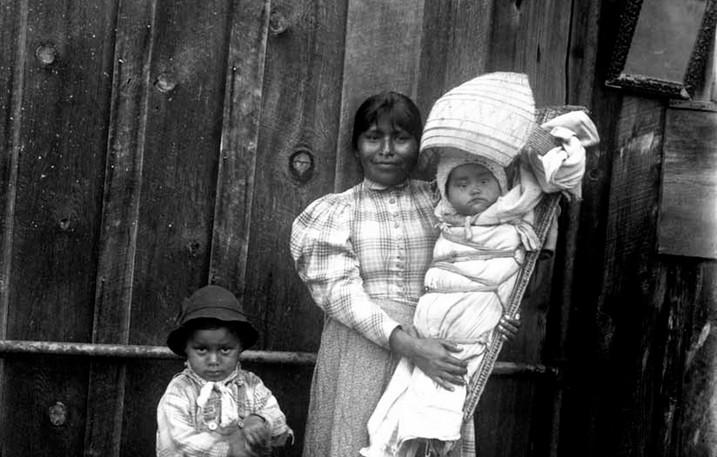 Monache woman with children, 1895-96