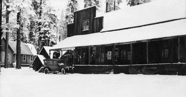 M077 Shaver Lake store and post office i
