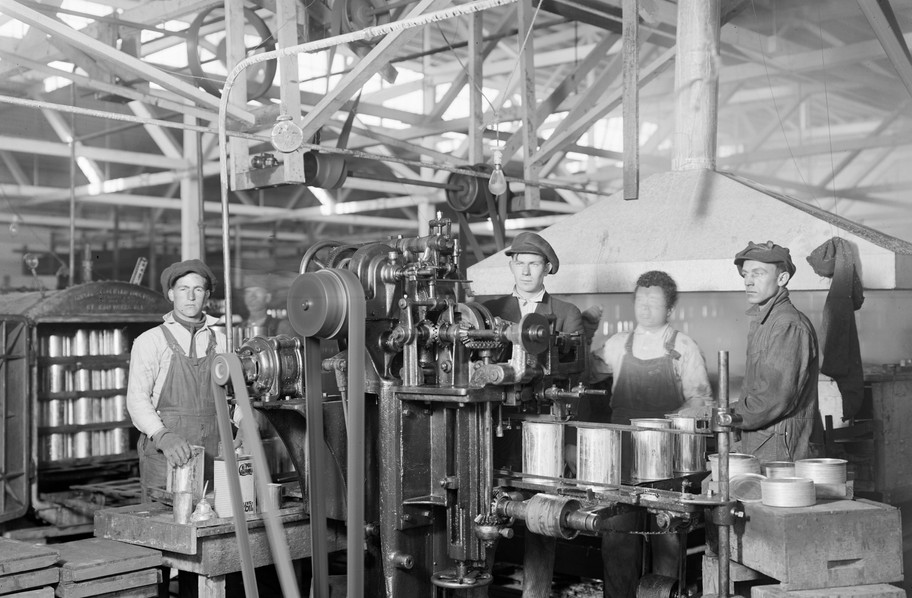 Jobs in agriculture were familiar for Italian American immigrants in Fresno County as many had worked the fields before migrating. As at home, olive canning and olive oil production proved fruitful at the Roeding Packing Company with equipment that looks like it came straight from Italy – 1915.