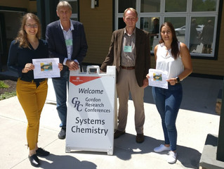 Larissa and Marion win poster prizes at GRC on Systems Chemistry