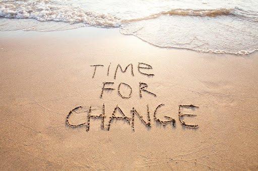 Moře, nápis Čas na změnu.