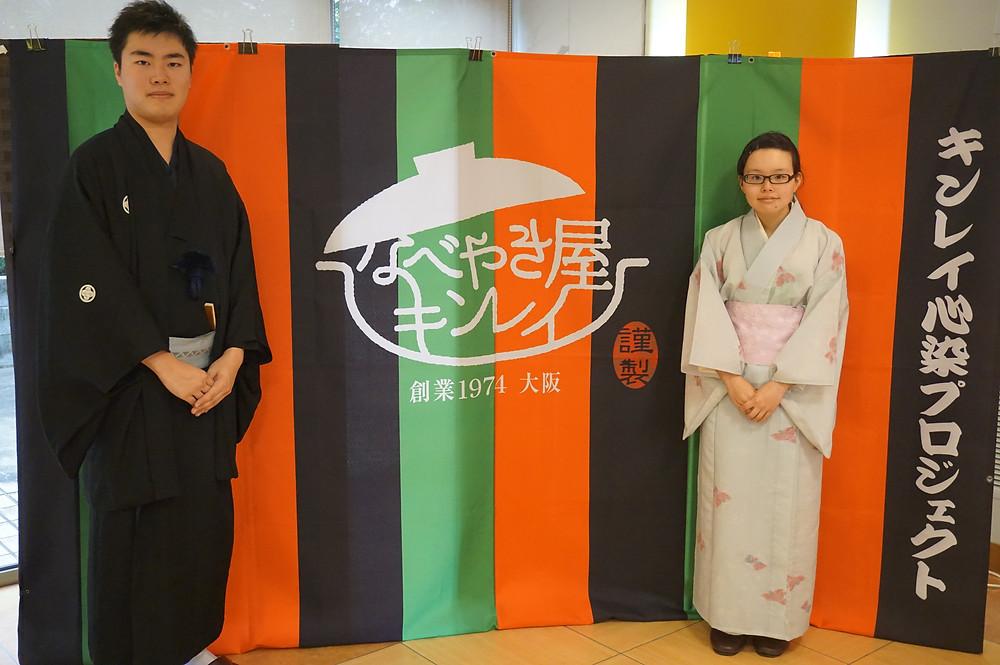 記念撮影:(左)飯喰亭鯖寿司(右)志家ばーにぃ