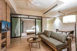 JUNIOR ONE LIVING ROOM Jinhold Serviced Apartment Miri Sarawak.jpg