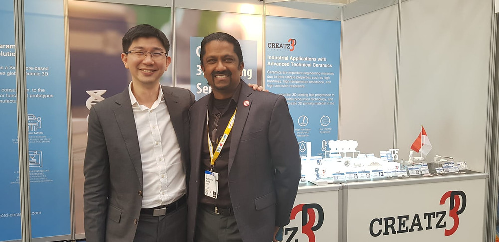 Creatz3D General Manager, Mr. Sean Looi, posing with Mr. Mahendran Reddy, Business Development Director at NAMIC.