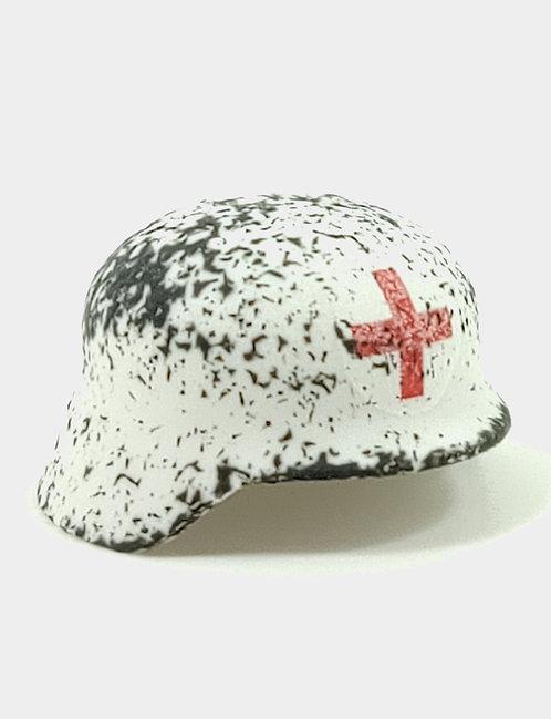 Chipped Medic Stahlhelm White