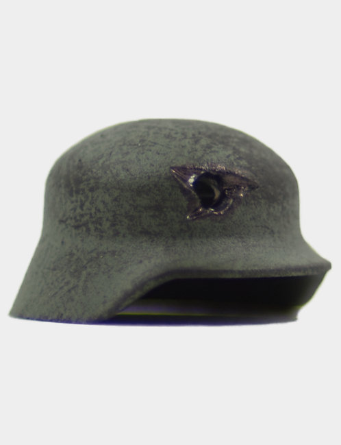 Penetrated Stahlhelm