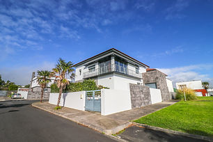 3 Bedrooms House Well Located