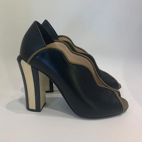 Sapato Fendi tam. 35