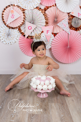 Séance smash the cake Sofia 2 ans