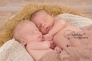 4 petits petons au studio ... séance jumeaux de deux adorables petits princes de 9 jours