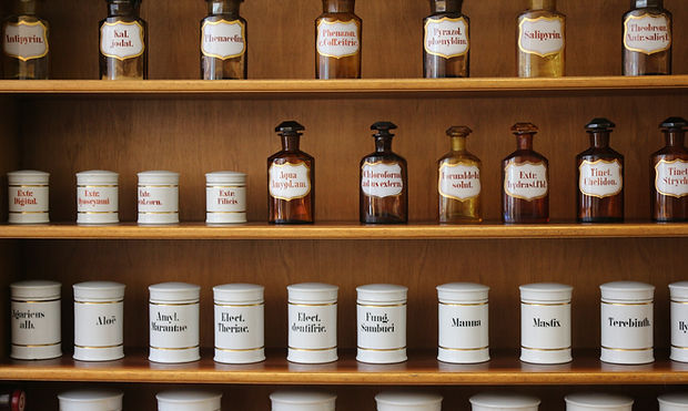 Naturopathie Shelf