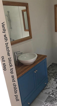 Bathroom%20vanity%20with%20pull%20out%20