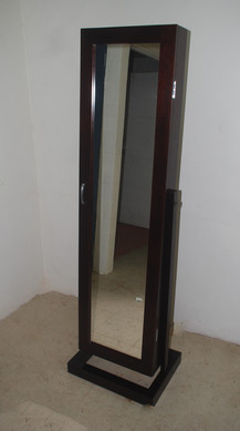Dress mirror with a difference
