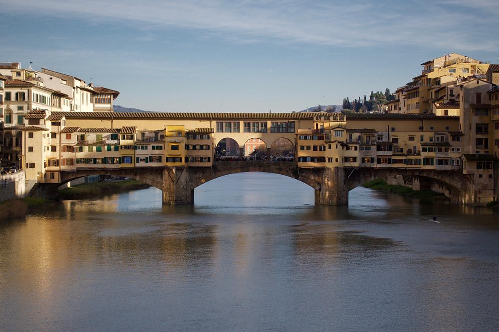 Ponte Vecchio: o Corredor Vasariano passa por cima dela