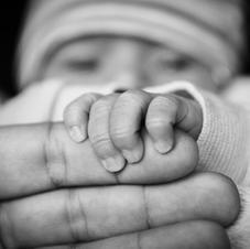 Comprendre et réduire les pleurs de bébé