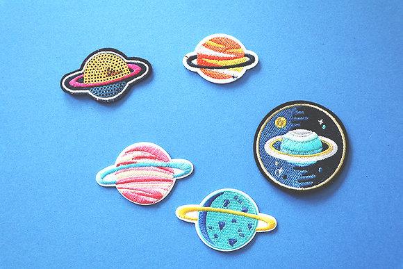 Ecussons Saturne
