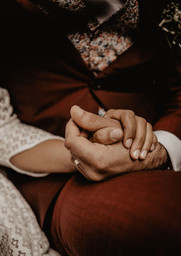 Ta main dans la mienne