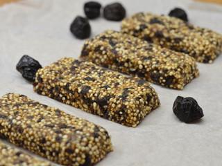 Orechovo-slivková tyčinka spufovanou quinoa