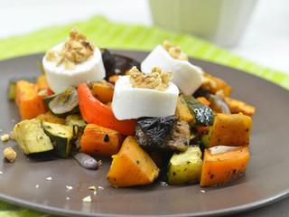 Grilovaná zelenina s kozím syrom a orechmi