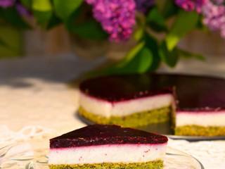 Paleokrupicovo-ovocná torta s makovou piškótou