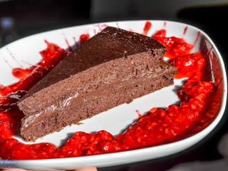 Čokoládová tortička s malinovou omáčkou