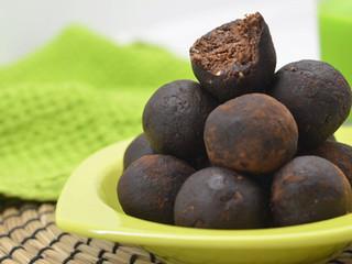 Ovseno-datľové kakaové guľky smandľovým maslom
