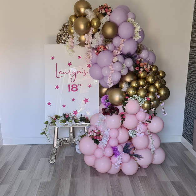 Personalised plaque and balloon display