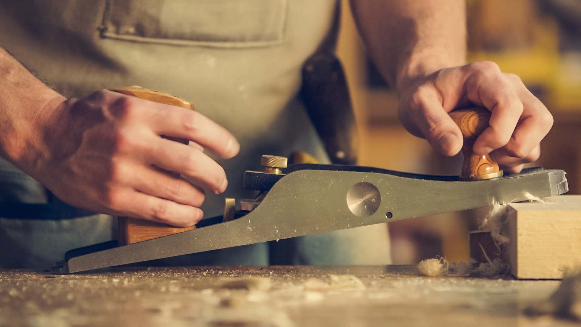 carpenter-hands-indoors-374861