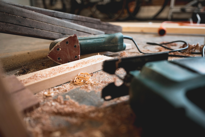 carpenter-carpentry-close-up-1094770