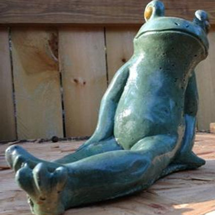 Frog - Leaning