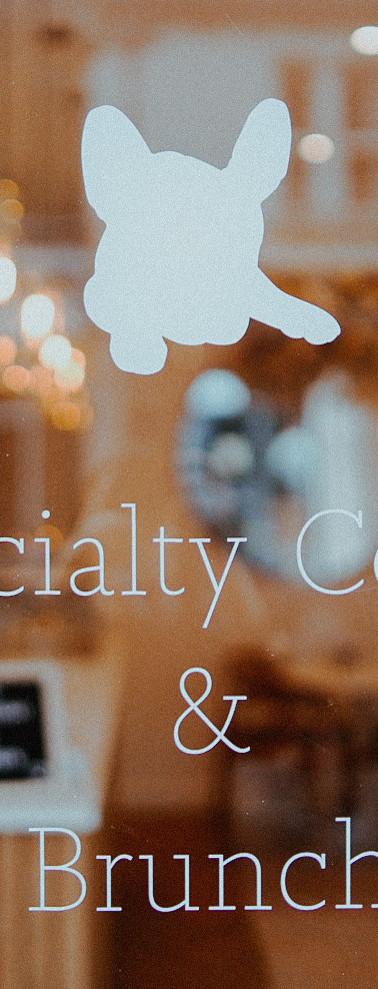 Photographer coffee inside space venue e