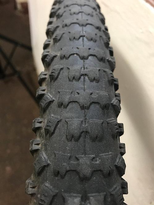 Kenda Slant Six tyre
